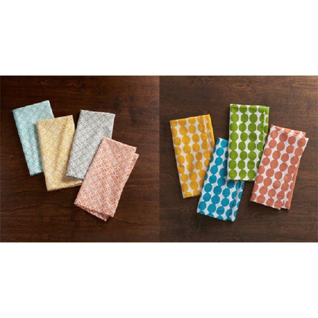 即日起購買《Hygge:練習丹麥幸福哲學》一書,即可獲的Crate and Barrel餐巾乙條(共2款8色,隨機出貨,恕不挑選)數量有限,送完為止。<br/><br/><br/>材質:100%純棉<br/>尺寸:50*50cm<br/>商品介紹:鮮艷的餐巾適合多種用途,能夠輕鬆融合於餐桌擺飾,豐富聚餐時刻。Millie及Dots Dinner兩款隨機出貨,數量有限,送完為止。
