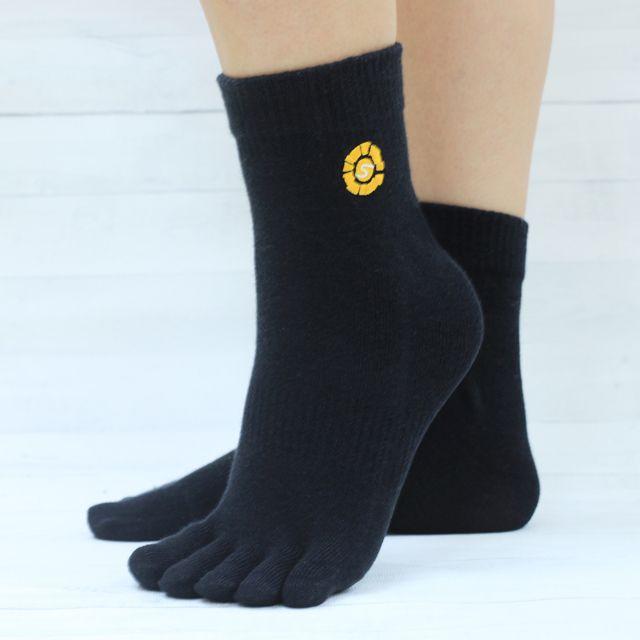 凡購買此書即贈「足部舒緩!機能型吸汗五趾襪」乙雙,數量有限,送完為止。<br/><br/>贈品說明:作者侯鐘堡醫師:我無論上班、運動,一定會穿五趾襪!五趾襪能使腳趾間汗水迅速被吸收,加速排汗,趾縫間保持乾爽舒適。可舒緩足底緊繃、小腿緊繃、腰部緊繃、水泡問題、拇指外翻、增加抓地力。<br/>成份:棉80%、彈性纖維15%、尼龍5%<br/>尺寸:22-24CM<br/>廠商:旭健醫療器材有限公司<br/>顏色:黑<br/>包裝:OPP袋<br/>參考市價:260