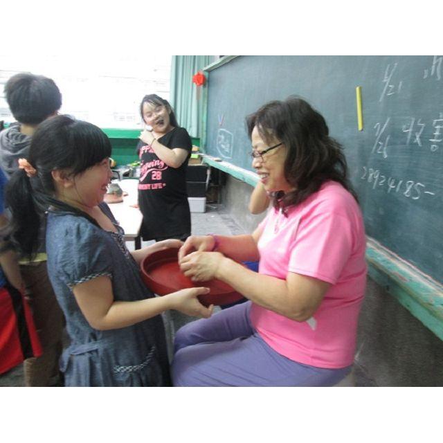 稻田裡的教室