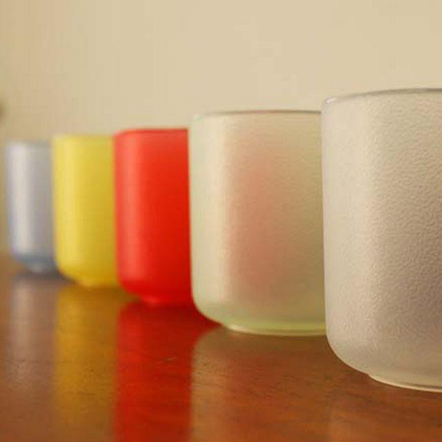 購書加贈【軟食器矽膠水杯】乙份,數量有限,送完為止。<br/><br/>贈品名稱:軟食器矽膠水杯<br/>◎出貨款式(單色或多色隨機出貨):透明、紅、黃、藍、綠,共5色隨機出貨<br/>◎本體材質:矽膠<br/>◎本體尺寸/規格:高71x寬 72mm<br/>◎參考市價:新台幣90元<br/>◎產地:台灣<br/>◎贈品詳細介紹/使用方法:<br/>1.容量約150c.c,方便隨身攜帶,可當水杯使用,簡單造型設計,輕巧不佔空間,外出攜帶方便!<br/>2.耐溫-40~220 度,攜帶方便的環保杯,衛生又環保,具時尚品味!<br/>3.首次使用請先用熱水水煮10-15分鐘後,並用清水清洗即可去味。禁止在瓦斯爐上使用,並遠離尖銳物品。矽膠屬於天然材質,如有老化不堪使用請更新商品。