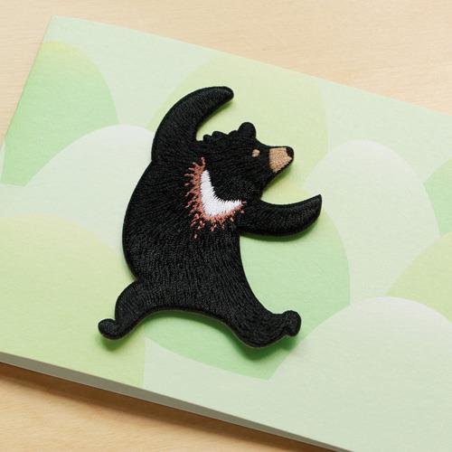 《島嶼漫舞》繡片與萬用卡組–台灣黑熊