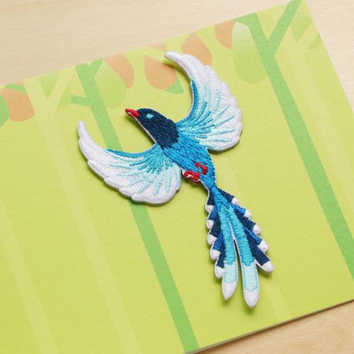 《島嶼漫舞》繡片與萬用卡組–台灣藍鵲