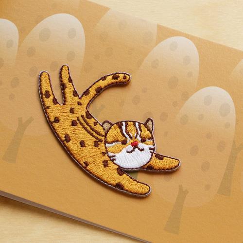 《島嶼漫舞》繡片與萬用卡組–台灣石虎