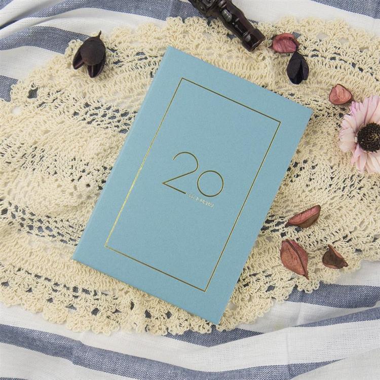 2020年32K奢樸軟背精裝橫式週誌-霧藍
