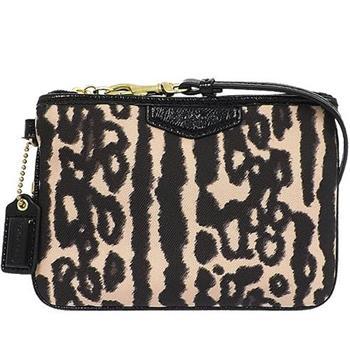 COACH 豹紋設計織布手拿包(現貨+預購)