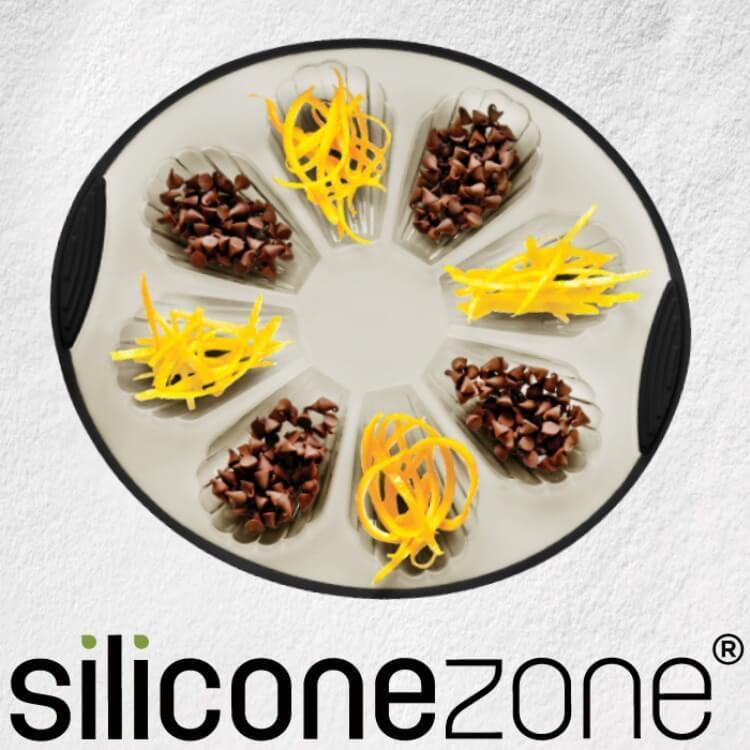 【Siliconezone】施理康耐熱矽膠8連貝殼造型蛋糕模-(灰/黑)