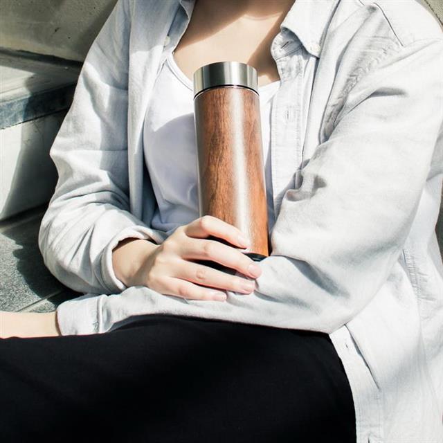 木入三分。汋飲保溫瓶。胡桃 330ML 保溫、保冷12H