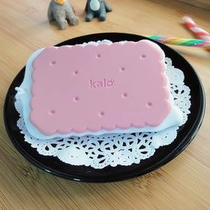 Kalo 卡樂創意 餅乾造型行李吊牌/識別證套 (草莓牛奶餅乾)