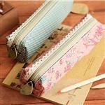 玫瑰花之戀蕾絲邊條帆布筆袋/款式隨機出