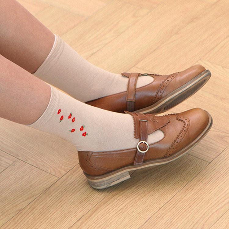 韓國GRACEBELL-女生的中筒襪04.駝色紅花
