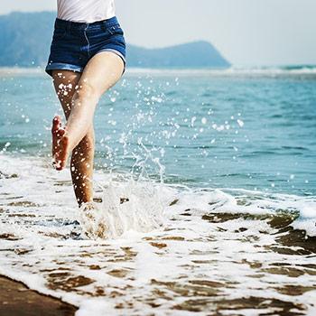 去野一個海洋,詩一首魚的漂流,乘一場浪折的勇敢